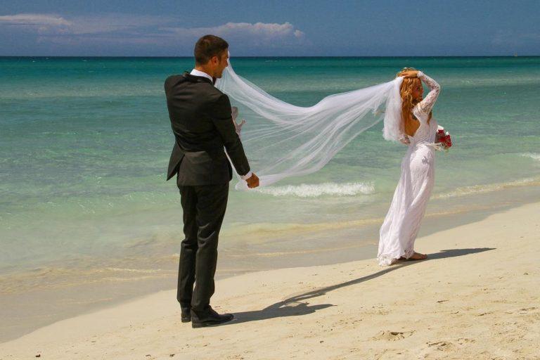 Wybieramy atrakcyjne suknie ślubne