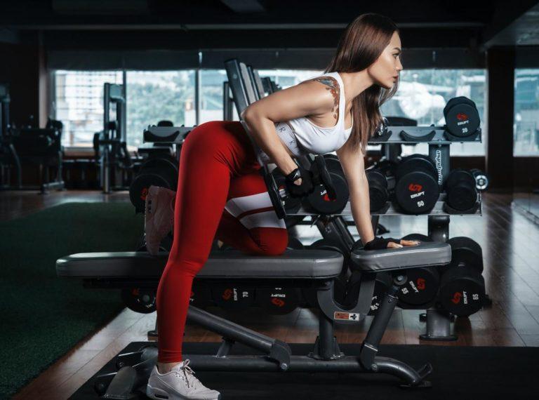Najważniejsze cechy odzieży na siłownię