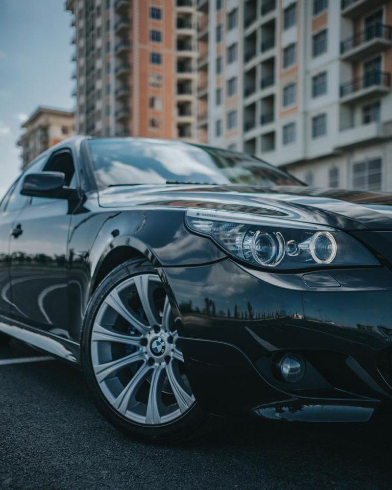 Skuteczne oklejanie samochodów folią – jakie wybrać?