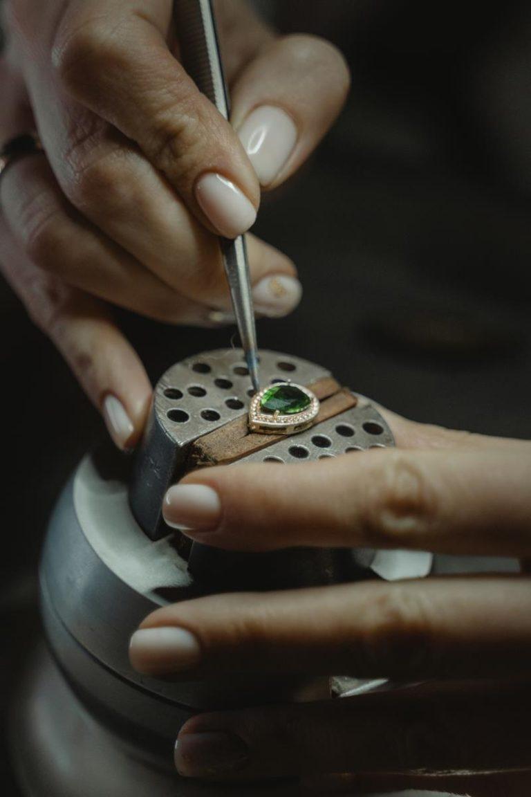 Od kolczyków po pierścionki na palce, nasze porady dotyczące biżuterii to szczyty